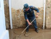 Спасатели продолжают оказывать помощь пострадавшим от непогоды крымчанам (видео)