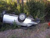 В Крыму опрокинулись два легковых авто – один в кювет, второй на середину автотрассы