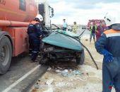 Сегодня в Феодосии на выезде из Приморского в сторону Керчи автомобиль врезался в бензовоз, двое погибли
