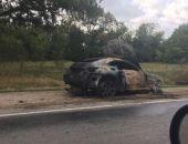 На трассе Симферополь – Феодосия сгорело авто, два человека госпитализированы
