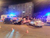 В Севастополе столкнулись внедорожник и легковое такси, пострадали два человека (фото)