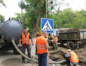 В Феодосии продолжают чистить ливневую канализацию