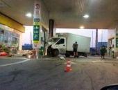 Под Севастополем грузовой автомобиль въехал в АЗС