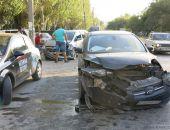 В Феодосии у автовокзала ДТП: лобовое столкновение автомобилей