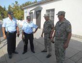 Народное ополчение Крыма проверяет у своих патрульных знание Гимна РФ и внешний вид (фото)