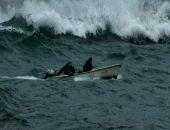 В Крыму пограничники спасли двух рыбаков с тонущей лодки