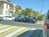 В столице Крыма сегодня в ДТП столкнулись два авто Mercedes-Benz элитных моделей