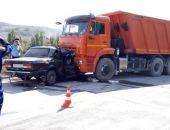 Под Белогорском вчера столкнулись ВАЗ и КамАЗ, водитель ВАЗ и двое пассажиров погибли (фото)