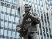 С памятника Калашникову убрали изображение немецкой винтовки