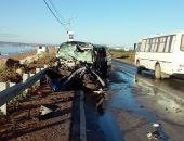 Сегодня утром на дороге Феодосия - Приморский микроавтобус врезался в фуру:фоторепортаж