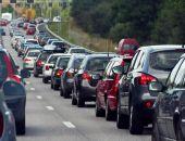 Главными транспортными проблемами россияне назвали плохие дороги и пробки