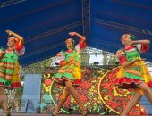В Феодосии на Привокзальной площади исполнили танцевальный флэш-моб