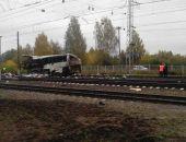 Во Владимирской области ночью поезд сбил автобус, застрявший на переезде, 20 погибших