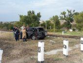 В Крыму произошло ДТП с участием легкового авто и локомотива (фото)
