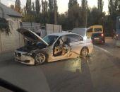 В Крыму в ДТП легковому авто оторвало дверь после столкновения с автобусом (фото)