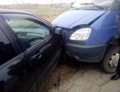 Сегодня в Крыму «лоб-в-лоб» столкнулись ГАЗель и Mitsubishi Lancer (фото)