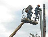 В Насыпном меняют аварийные электроопоры