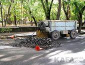 Водоканал меняет трубу на отремонтированной улице Армянской