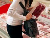 В супермаркете Керчи женщину задержали при попытке украсть 4 кг колбасы и сыра