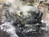 В столице Крыма на стоянке сгорел автомобиль (фото)