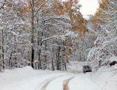 Выпавший в горах Крыма снег сделал практически непроходимой дорогу к турстоянке у Чатыр-Дага