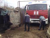 В Крыму спасли корову, упавшую в выгребную яму (фото)