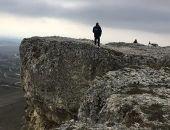 В Крыму 45-летняя женщина пыталась совершить суицид, прыгнув со скалы (фото)