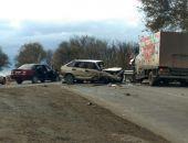 В Крыму в ДТП столкнулись два легковых и грузовой автомобили (фото)