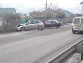 Сегодня на трассе Симферополь – Феодосия в Старом Крыму «лоб-в-лоб» столкнулись два авто (фото)
