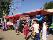 Сувенирные ряды на проспекте превратят Феодосию в рынок
