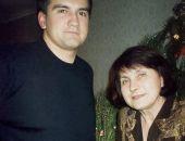 Глава Крыма Аксёнов поздравил женщин с Днём матери и опубликовал фото со своей мамой
