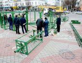 В столице Крыма начали установку Новогодней ёлки