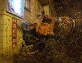 В Севастополе бетономешалка врезалась в жилую двухэтажку (фото)