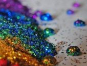 Блестки на новогодних украшениях опасны для здоровья, – специалист