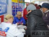 В Феодосии открыли пункт сбора подписей за Владимира Путина:фоторепортаж