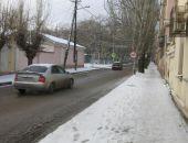 В Феодосии посыпают дороги