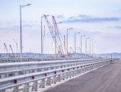 Строители установили ограждение и мачты освещения на одном из участков Крымского моста
