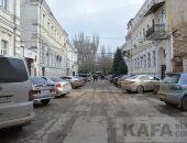 В Феодосии хотят отремонтировать дорогу возле ЗАГСа:фоторепортаж