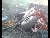 В Крыму работающий на строительстве трассы «Таврида» грейдер опрокинулся на сарай (видео)