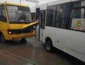 В столице Крыма сегодня столкнулись два автобуса (фото)