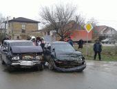 В Евпатории сегодня столкнулись ВАЗ и Daewoo, пострадали водители