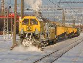 В Крыму снежные заносы с ж.-д. путей убирает снегоуборочный поезд