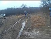 В Крыму близ водохранилища спасатели вытягивали застрявший в грязи внедорожник (фото)