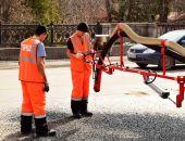 В столице Крыма начали ямочный ремонт дорог (фото)