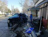 В Феодосии сегодня на Федько легковушка разбилась об опору ЛЭП (фото)