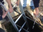 Сотрудники МЧС спасли мужчину, упавшего в 10-метровый коллекторный колодец (фото)
