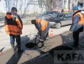 В Феодосии чистят ливневую канализацию