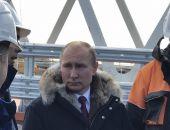 Путин приехал на Крымский мост и выразил надежду, что уже летом его откроют для автодвижения