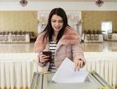 Явка на выборах президента в Крыму к 15:00 составила почти 55%