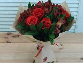 В Феодосии бывшая работница магазина цветов украла деньги и букет